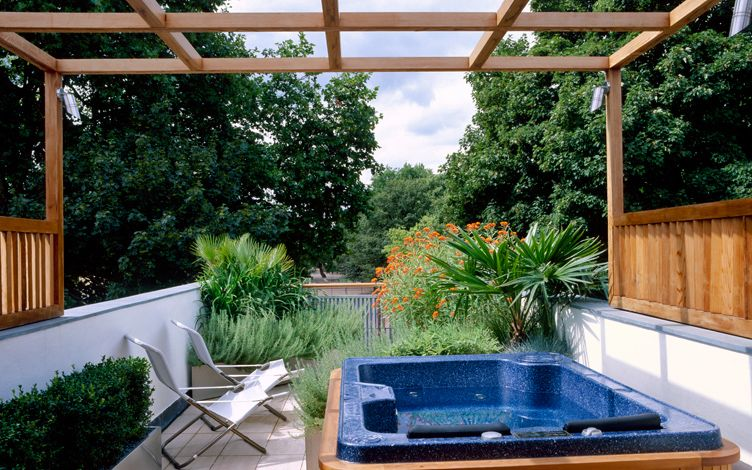 modern roof garden design landscaping with jacuzzi hot tub