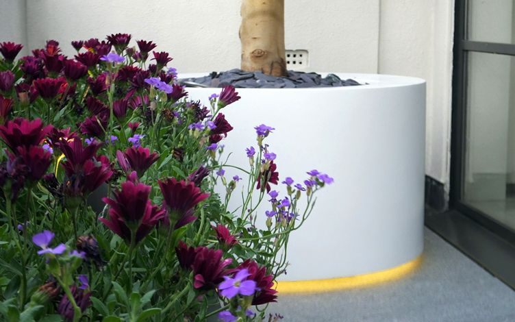 floating round roof terrace planter with lighting